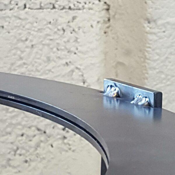 Stahltisch Eisen Design Tisch draussen im Freien
